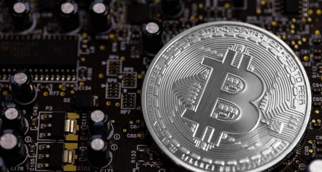 Bitcoin oltre 6.000 dollari, mentre in Venezuela e Zimbabwe si registrano un'esplosione di interesse verso la