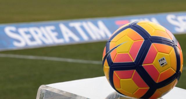 Raddoppiano gli incassi per la serie A sui diritti TV all'estero, ma il presidente del Napoli, Aurelio De Laurentiis, si mostra arrabbiato contro FIGC e Lega. Chi ha ragione?