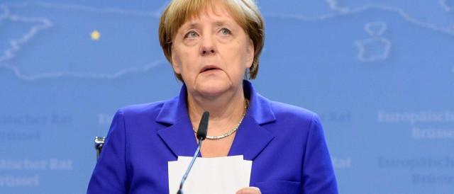 Cambio euro-dollaro in calo a 1,18. Dopo la vittoria di una cancelliera Merkel dimezzata sul piano politico, l'Eurozona desta nuovi dubbi sul suo futuro.