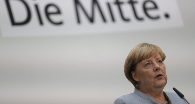 La Germania festeggia oggi il 27-esimo anno dalla riunificazione. Tuttavia, le elezioni di due domeniche fa hanno mostrato l'esistenza di un Muro di Berlino alle urne. E la cancelliera Merkel rischia di sopraelevarlo.