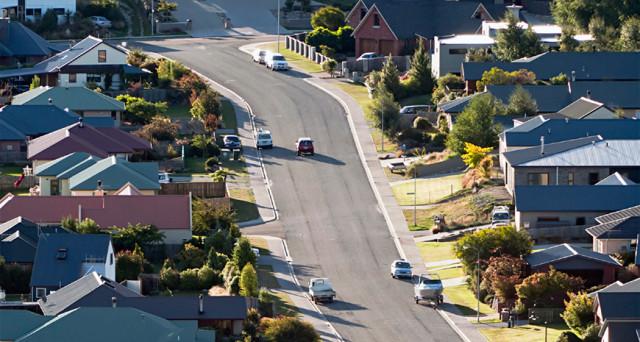 Prezzi delle case esplosi e non più alla portata delle famiglie, specie quelle più giovani. Per questo, agli stranieri sarà impedito comprarne una nell'economia dei kiwi.