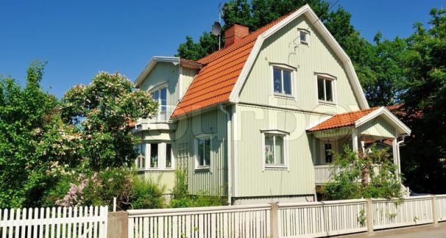 La bolla immobiliare svedese potrebbe essere testata presto dalla stretta monetaria in arrivo, mentre i prezzi delle case già ripiegano e i debiti delle famiglie risultano a livelli allarmanti.