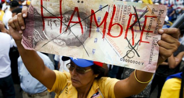 Venezuela al collasso, vende l'oro per incassare liquidità e le riserve si prosciugano. Intanto, già venerdì rischia il default.