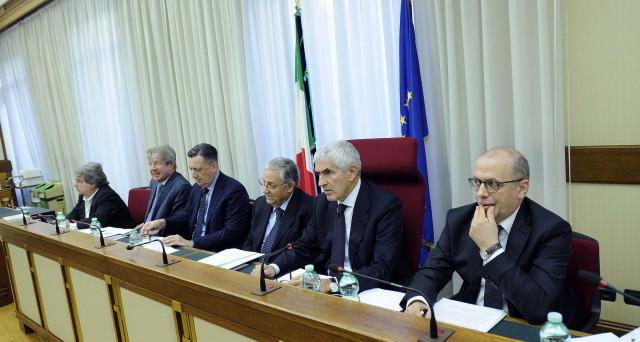 Sulla crisi delle banche italiane è in corso una lotta politica con ripercussioni potenzialmente devastanti sui mercati finanziari. La Commissione d'inchiesta rischia di allontanare gli investitori dall'Italia.
