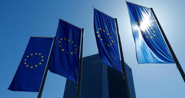 Novità in arrivo per il mercato degli NPL, con la BCE a invocare la nascita di una piattaforma di trading elettronico, mentre avanzano le nuove regole per le banche dell'area.