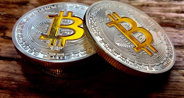 Bitcoin conferma la quotazione di 111 miliardi di ieri mattina, Ripple torna a crescere e Bitcoin Cash aumenta di quasi il 2%.