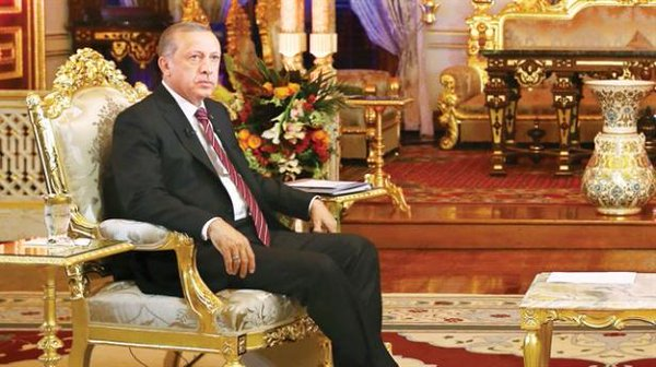 Lira turca ed Erdogan impauriscono i turchi