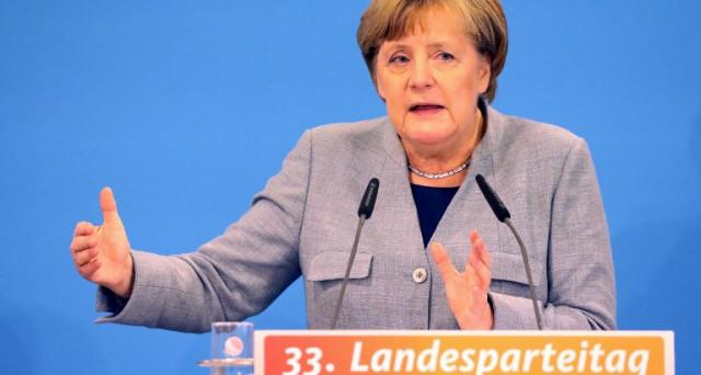 Aria di larghe intese in Germania tra centro-destra e sinistra moderata. Ma la soluzione rischia di essere positiva solo per allontanare le elezioni anticipate.