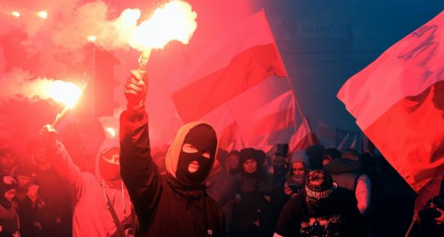 Un clima intollerante, xenofobo e antieuropeo è quello che si respira in Polonia: decine di migliaia di manifestanti nazionalisti hanno interrotto gli eventi organizzati in ricordo dell'indipendenza della Polonia.