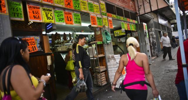 Nel Venezuela della spaventosa crisi economica, persino il sesso diventa un bene più raro. Ad essere vuoti sono pure gli scaffali delle farmacie.