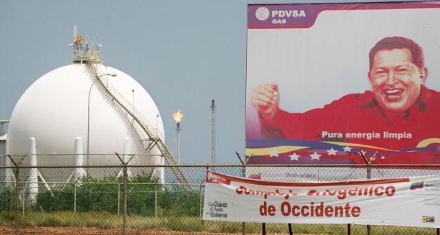 Il Venezuela estrae sempre meno petrolio, nonostante sia in default e necessiti di ogni dollaro possibile. Vi spieghiamo come sia possibile.