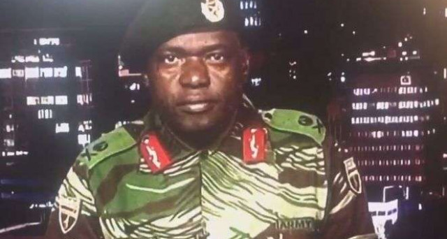 L'anziano presidente dello Zimbabwe, Robert Mugabe, sarebbe agli arresti insieme alla moglie e la suo ministro delle Finanze, a seguito di un colpo di stato ordito dai militari. Ecco le cause della crisi.