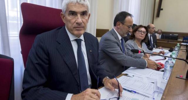 Testimonianze cruciale questa settimana alla Commissione d'inchiesta sulle banche. Parleranno Pier Carlo Padoan, Ignazio Visco e Federico Ghizzoni. Ecco le domande che nessuno farà loro.