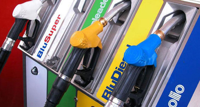 Il Governo sta studiando un taglio delle accise sui carburanti per 250-300 milioni, intanto i prezzi di benzina e diesel sono aumentati ancora.