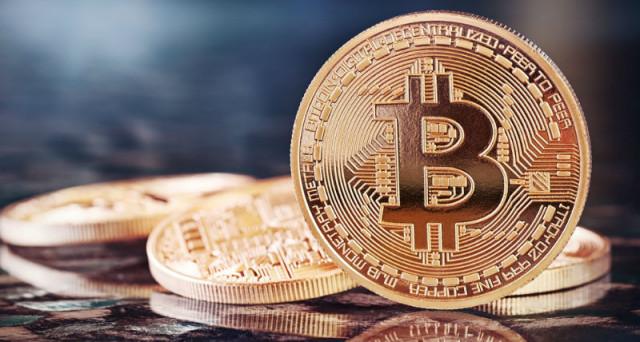 La classifica di Coinmarketcap vede al primo posto Bitcoin a quota 9 mila dollari, davanti a Ethereum e Ripple.