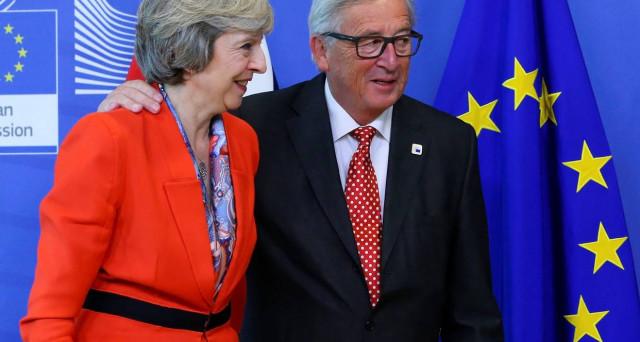 Tra Londra e Bruxelles sarebbe in corso una trattativa sulla Brexit, che nei fatti limita i danni dell'uscita dalla UE del Regno Unito, sfruttando il caso Irlanda. Ecco come.