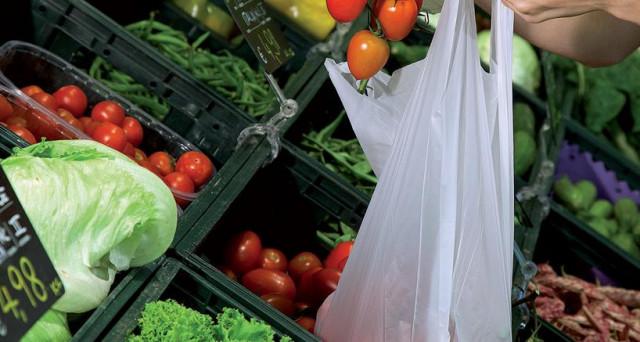 Il Consiglio di Stato ha dato il via libera all'utilizzo dei sacchetti biodegradabili portati da casa. Cosa cambierà adesso?