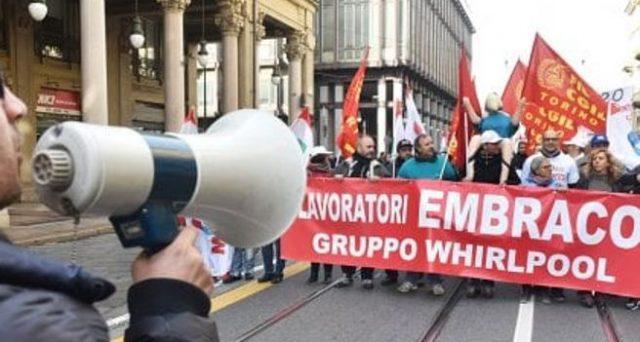 Quasi 500 licenziamenti collettivi per lo stabilimento Whirlpool di Riva di Chieri: c'è qualche speranza di salvezza?