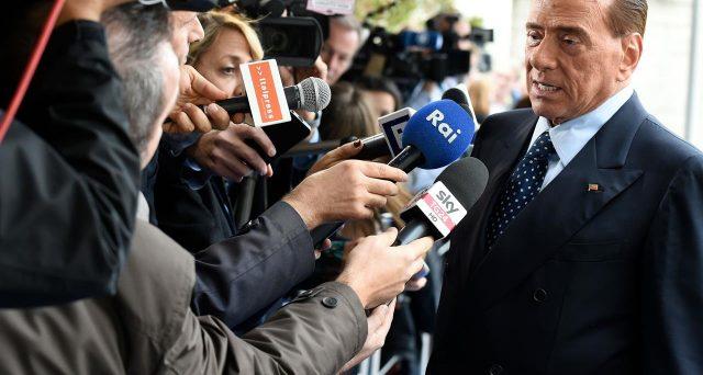 Silvio Berlusconi rassicura l'Europa sul rispetto dei conti pubblici e si guadagna la benedizione di Bruxelles per le elezioni italiane.