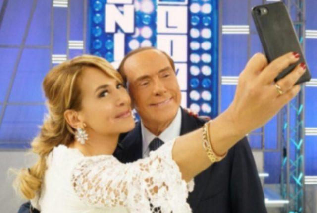 Tutti mollano Renzi e i mercati benedicono i sondaggi pro-Berlusconi, perché?