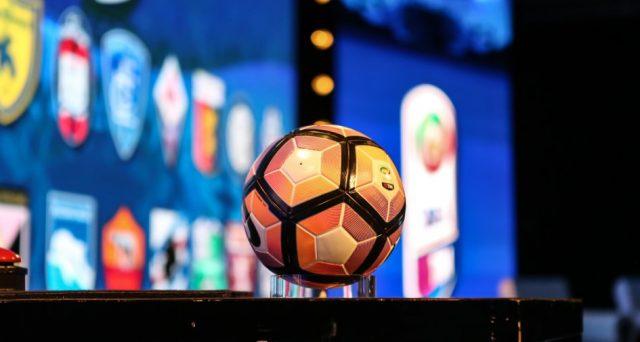 Lunedì scade il bando per assegnare i diritti TV per la Serie A e le offerte minime attese sfiorano il miliardo. Ecco come potrebbero essere suddivise tra i vari pacchetti e i numeri di Mediaset.