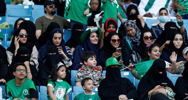 Le donne saudite entrano allo stadio