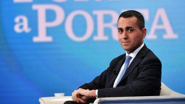 La campagna contro l'euro sembra finita in Italia, spolverata alla bisogna per racimolare consensi. E adesso, nemmeno il Movimento 5 Stelle chiede più il referendum per tornare alla lira, ma i rischi da populismo non sono finiti.