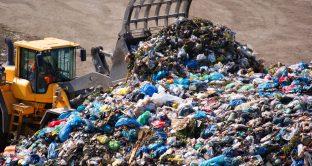 Riciclo dei rifiuti legata al petrolio