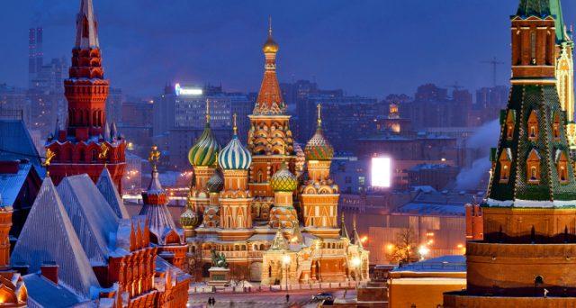 L'economia in Russia si sta riprendendo dalla crisi del petrolio e l'inflazione è scesa ai minimi dalla caduta dell'Urss, mentre i tassi dovrebbero scendere anche nei prossimi mesi.