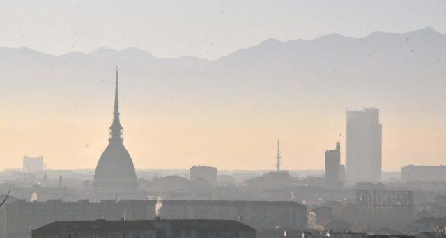Legambiente ha presentato il rapporto sulle città italiane più inquinate: c'è Torino al primo posto.