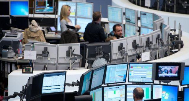 Mercati apparentemente sereni sull'Italia con l'avvicinarsi delle elezioni del 4 marzo. In gioco c'è anche il futuro dell'euro, ma la preoccupazione degli investitori non traspare. Vediamo cosa succede.