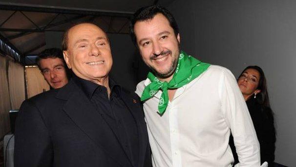Silvio Berlusconi lotta strenuamente per restare primo nella coalizione di centro-destra, davanti alla Lega di Matteo Salvini. Il vento al nord sembra spirargli contro, mentre la speranza resta il sud.