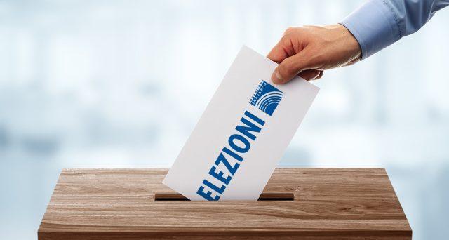 Ultimi sondaggi elettorali pubblicabili. Centro-destra avanti, Movimento 5 Stelle e PD inseguono. Ma l'economia è tema sparito dal dibattito politico, pur preoccupando gli italiani.