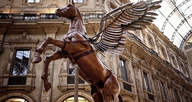 Via Montenapoleone a Milano si conferma la via dello shopping più cara d'Europa, a seguire Madrid e Parigi.
