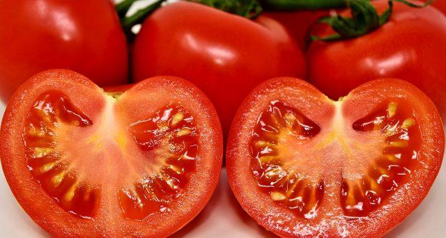 Arriva l'etichetta salva-pomodoro, addio ai prodotti spacciati per italiani. Che cosa cambia adesso.