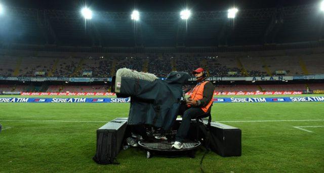 I diritti della Serie A sono andati agli spagnoli di Mediapro e Sky resta senza calcio italiano, rischiando di perdere grossa parte degli abbonati.