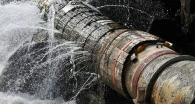 La privatizzazione dell'acqua in Italia resta un tabù, ma servono miliardi di investimenti all'anno per mettere mano alla rete-colabrodo. Comunque vada, le bollette saranno più salate.