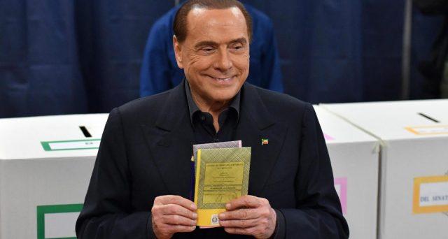 Silvio Berlusconi è uno dei due illustri sconfitti delle elezioni politiche del 4 marzo, insieme a Matteo Renzi. L'ex premier non si arrende, ma segnala di non avere compreso né le ragioni della sua disfatta alle urne, né che il suo tempo in politica sia finito davvero.