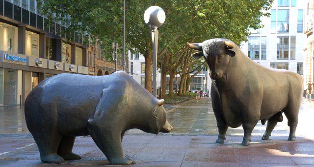 La recente violenta correzione dei mercati azionari induce a restare prudenti sulla crescita economica globale. Il punto con gli analisti di T. Rowe Price
