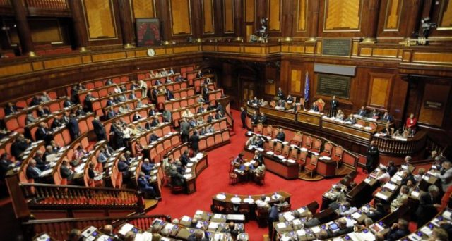 La crisi di un modello economico e sociale fallimentare ha determinato la fine del centro in Italia. L'appello ai moderati non funziona più, serve credibilità.