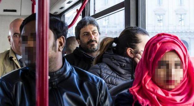 Rimbrotti tra Matteo Salvini e Luigi Di Maio sul prossimo governo. I mercati e l'Europa stanno a guardare e il presidente della Camera, Roberto Fico, ci ricorda in autobus la natura del Movimento 5 Stelle.