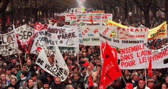 Il presidente francese Emmanuel Macron affronta da oggi numerosi scioperi del settore pubblico contro le sue riforme della Pubblica Amministrazione. Ferrovieri sul piede di guerra. L'Eliseo vuole evitare il ripetersi di un nuovo 1995.