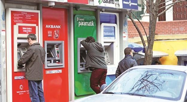 La lira turca è scesa venerdì scorso ai minimi storici contro il dollaro, oltrepassando il cambio di 4. I risparmiatori corrono da anni ai ripari, comprando valuta straniera.