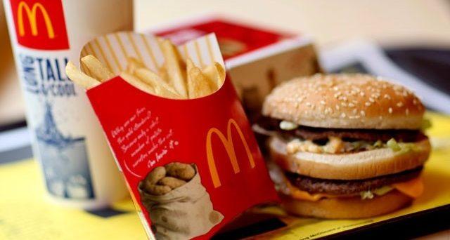 Arrivano 2.300 curriculum per un lavoro al McDonald's ma i posti sono 150. Giovani a caccia di speranze e possibilità.