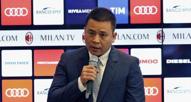 Il proprietario cinese del Milan è stato dichiarato fallito. Il club rossonero potrebbe passare entro ottobre nelle mani dei creditori di Elliott, lo stesso fondo che sta scalando Telecom.