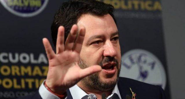 Matteo Salvini telefona a Luigi Di Maio: quasi accordo sulle presidenze di Camera e Senato. E Silvio Berlusconi ora teme un'alleanza tra la Lega e il Movimento 5 Stelle anche sul governo. Cosa ha in mente l'alleato con la felpa?