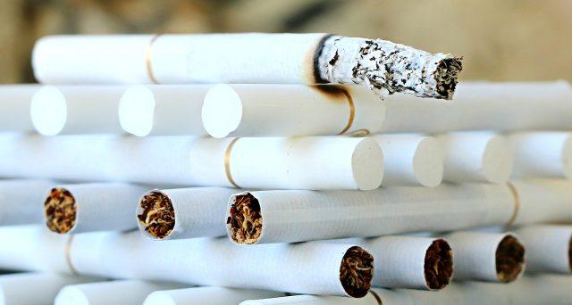 Mentre si parla di aumenti per sigarette e cartine con la nuova possibile tassa, un'inchiesta mette in luce la pericolosità dei filtri.