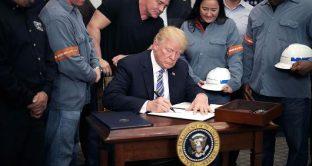 I dazi di Donald Trump non riusciranno a tagliare il deficit commerciale. Una soluzione di lungo periodo al problema si otterrà solo affrontando la questione del debito.