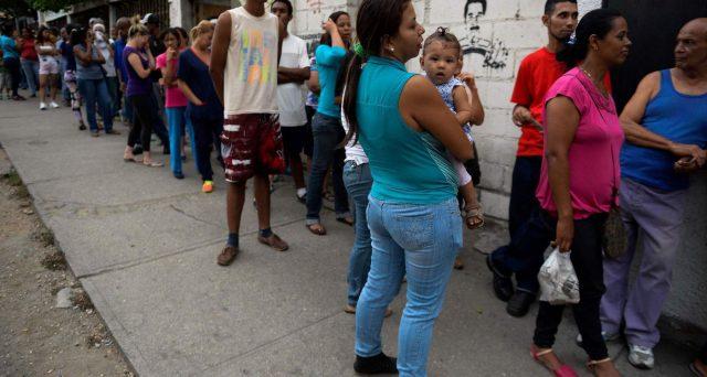 L'economia in Venezuela scivola sempre più verso gli abissi e il presidente Nicolas Maduro interviene con misure a dir poco grottesche. E gli USA di Donald Trump potrebbero metterne KO il regime.