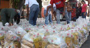 Il governo in Venezuela distribuisce l'elemosina per vincere le elezioni